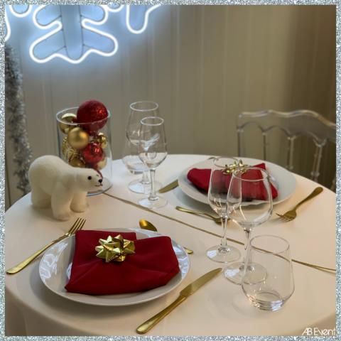 table noël location vaisselle rouge doré